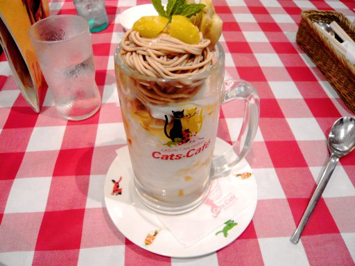 キャッツカフェでパフェを食べました!