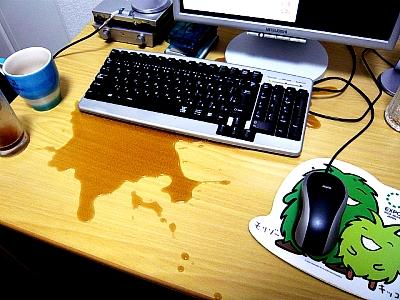パソコン机でコーラがこぼれた事件